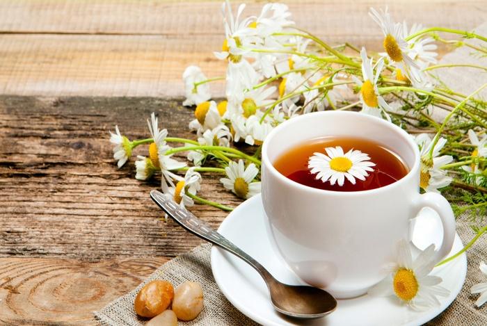 Remedios caseros para el estómago hinchado Té de manzanilla