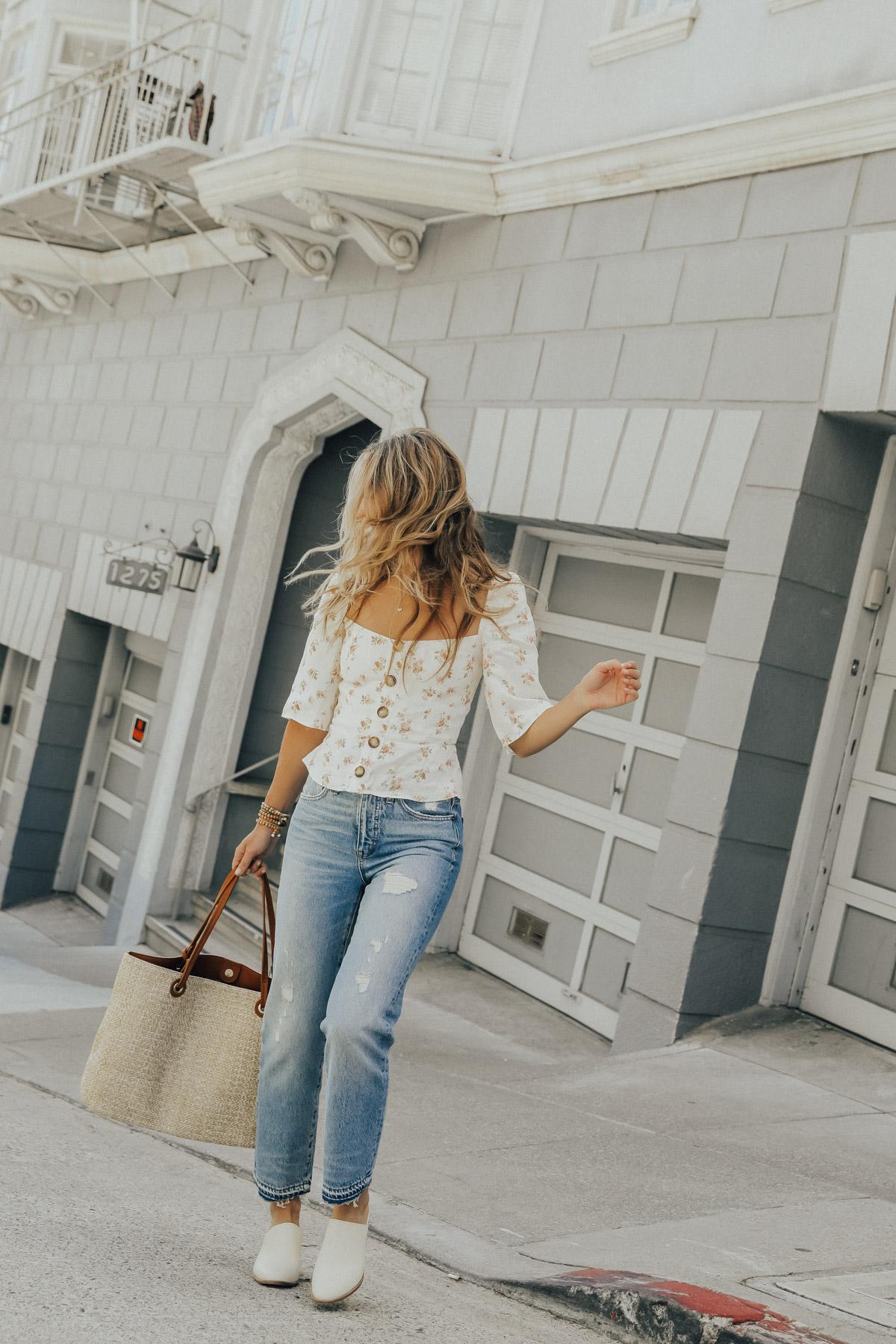 jeans y mules vintage de madewell con top floral reformado