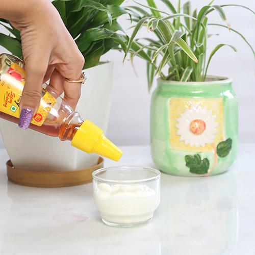 Mascarilla de yogur durante la noche: elimina las manchas de la edad y la hiperpigmentación de forma natural