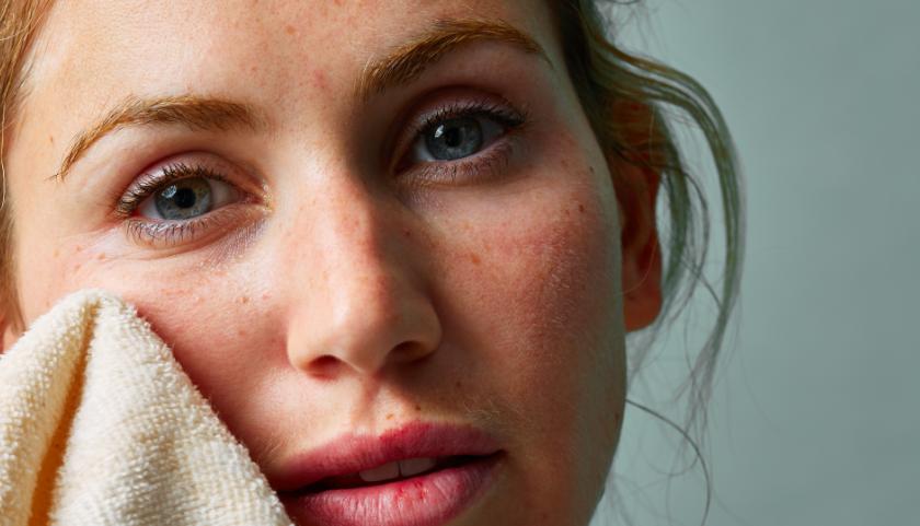 Cómo usar un paño de muselina para la cara