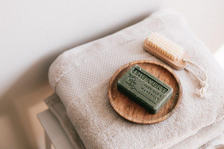 6 magníficos conceptos básicos naturales para una ducha más sostenible
