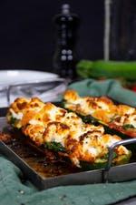 Barcos de pizza keto de calabacín con queso de cabra