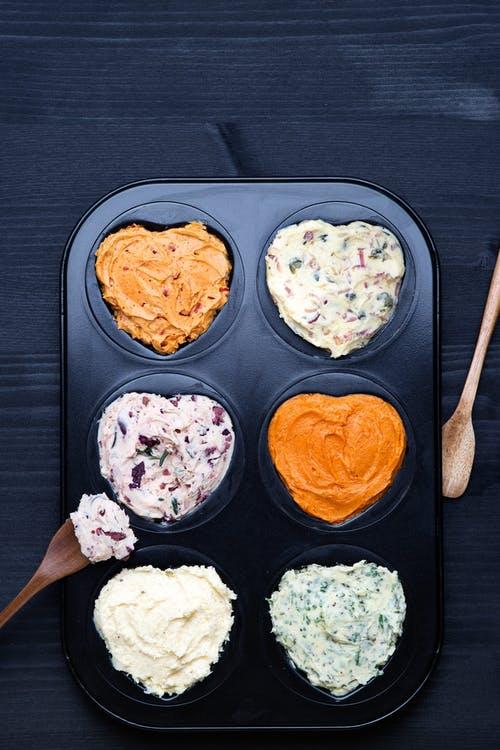 Mantequilla saborizada de seis formas diferentes