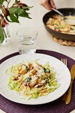Pollo parmesano keto italiano con pasta de repollo