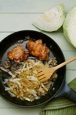 Pollo frito keto con repollo