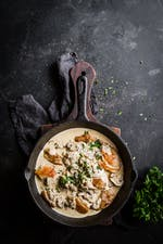 Sartén de pollo keto de Lisa con champiñones y parmesano