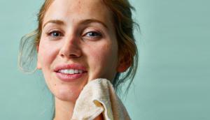 Pai Camellia & Rose Gentle Hydrating Cleanser + Paño para piel sensible de doble efecto