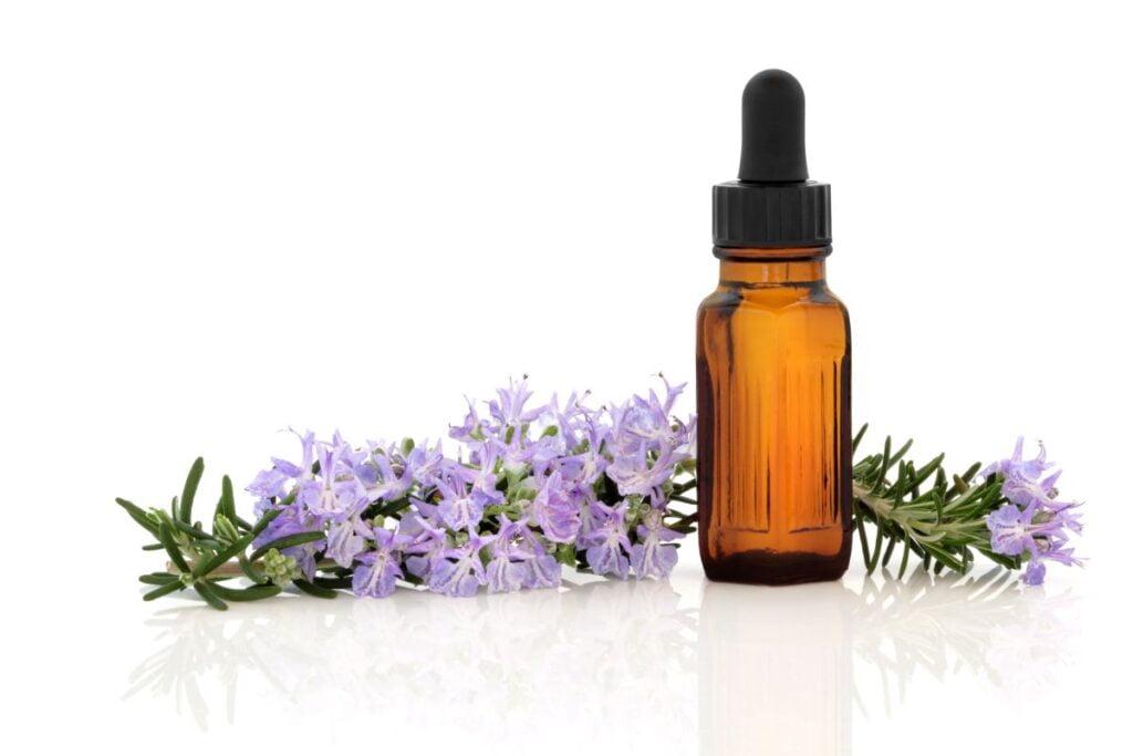Beneficios del aceite esencial de romero para la piel