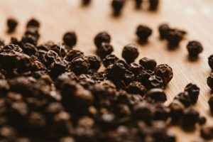 Beneficios del aceite esencial de pimienta negra para el cabello
