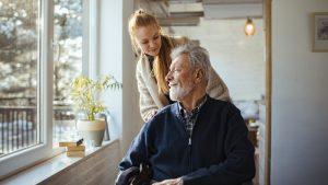 ayudando al viejo