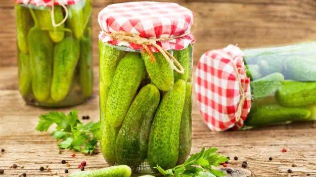 7 increíbles beneficios para la salud del jugo de pepinillo