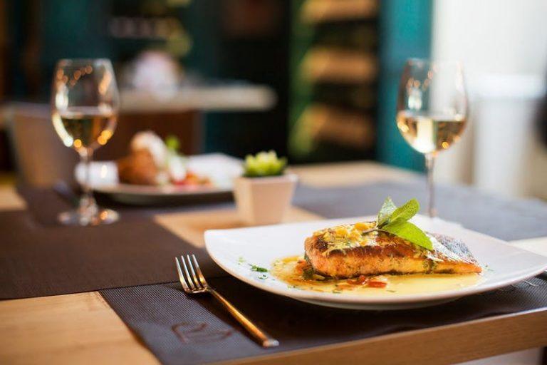 Cómo comer bajo en carbohidratos y cetogénico cuando salga a cenar – Diet Doctor
