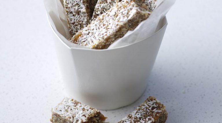 Barras de desayuno de coco y chía |  Revista True Health