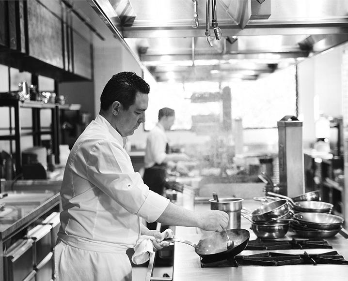 En la cocina con el chef Jason Pringle de Hazel Hill en Montage Healdsburg