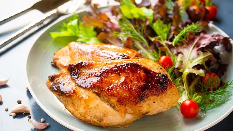 Filete de pechuga de pollo a la plancha.